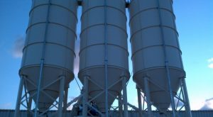 Demountable cement silos