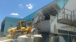 Aggregates cover open able by hydraulic gate
